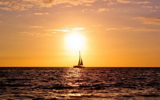 sailing-boat-sunset