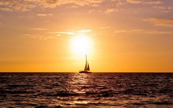 sailing-boat-sunset